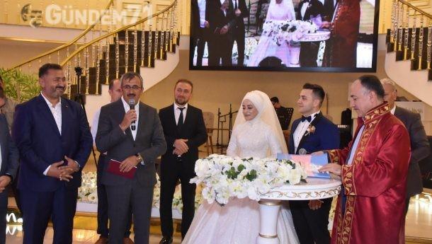 Kırıkkale Valisi Yunus Sezer Nikah Şahidi Oldu