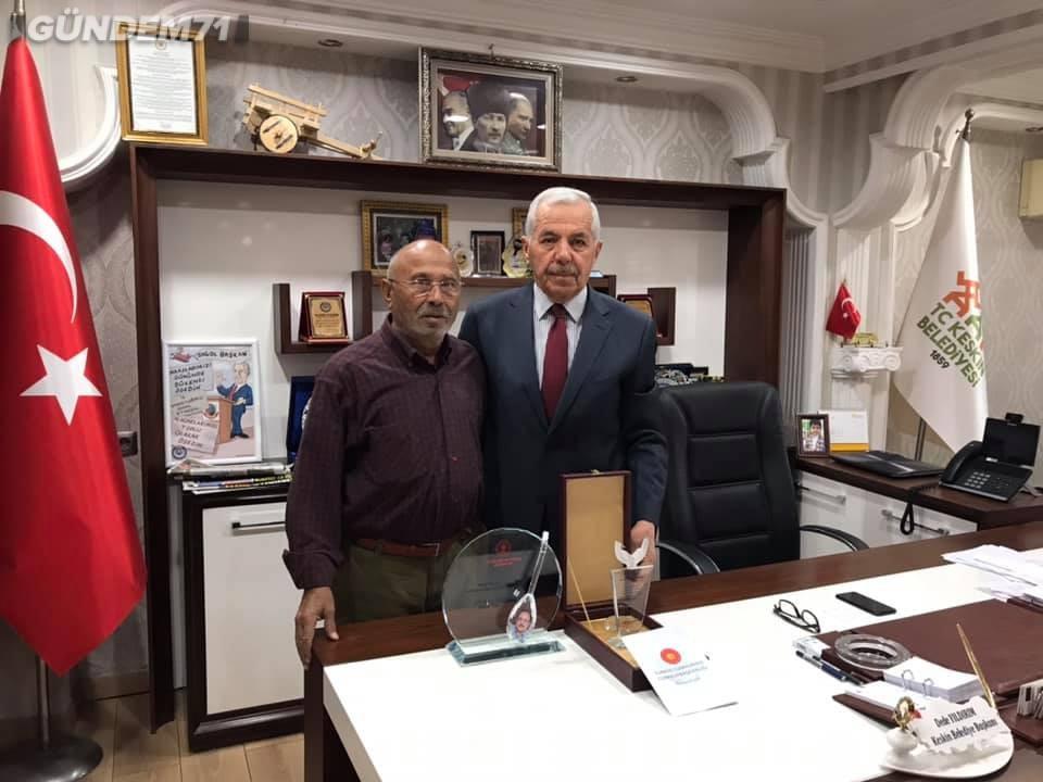 """dede yildirim metin oge - """"Büyük Usta Ödülü"""" Keskinli Mahalli Sanatçı Metin Öge'ye Verildi"""