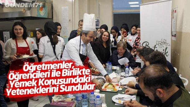 Öğretmenler Öğrencileri İle Birlikte Yemek Konusundaki Yeteneklerini Sundular