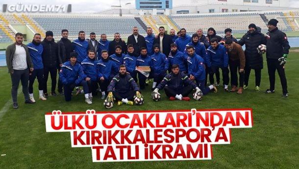 Kırıkkale Ülkü Ocakları, Kırıkkalespor'u Ziyaret Ederek Tatlı İkram Etti