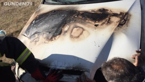 Park Halinde Olan Otomobil Yandı