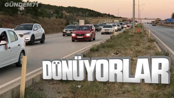 Bayram Dönüşü 43 İlin Geçiş Noktası Kırıkkale'de Uzun Kuyruklar Oluştu