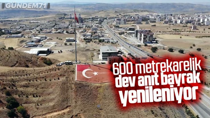 600 Metrekarelik Dev Türk Bayrağı Bakıma Alınıyor