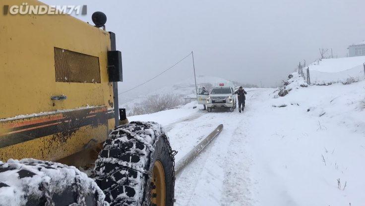 Kırıkkale'de Karla Kaplanan Köy Yolları Ulaşıma Açıldı