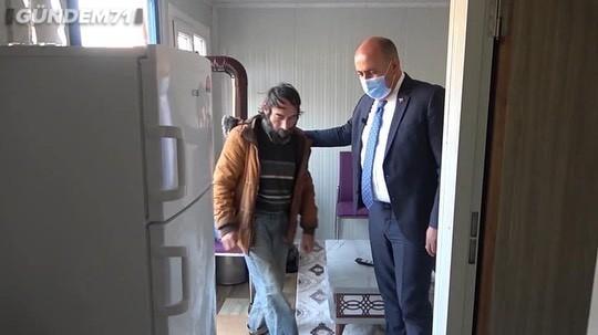 Osman Türkyılmaz'dan Kimsesiz Vatandaşa Ev Sürprizi