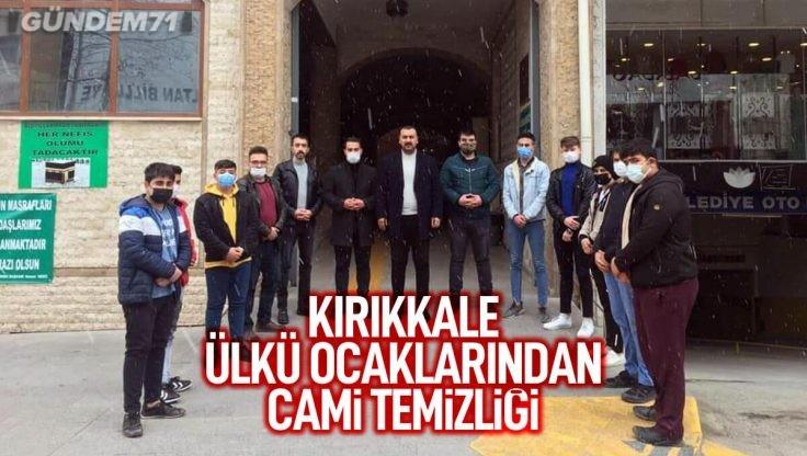 Kırıkkale Ülkü Ocakları Çarşı Cami Temizliği Yaptı